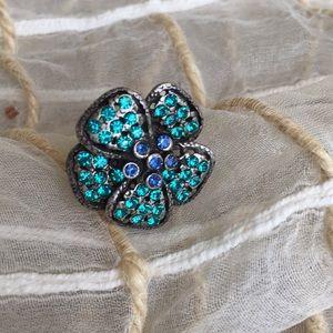 Jewelry - Floral rhinestone pin